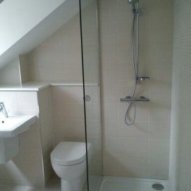 Upstairs En Suite Tilng
